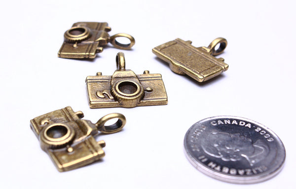 22mm Antique brass camera charm - Camera pendants - Photograph Charm - Nickel free - lead free - 4 pieces (529)