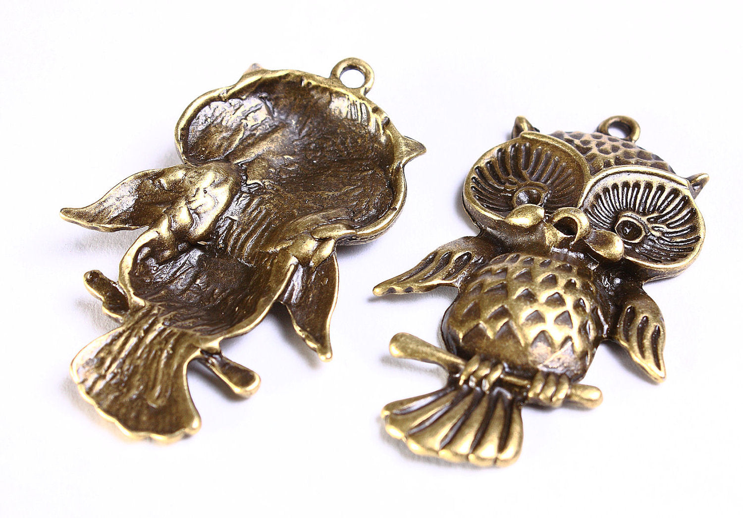 43mm x 27mm Owl pendant - bird charm - antique brass pendant - metal owl pendant - nickel free lead free - 1 piece (550)