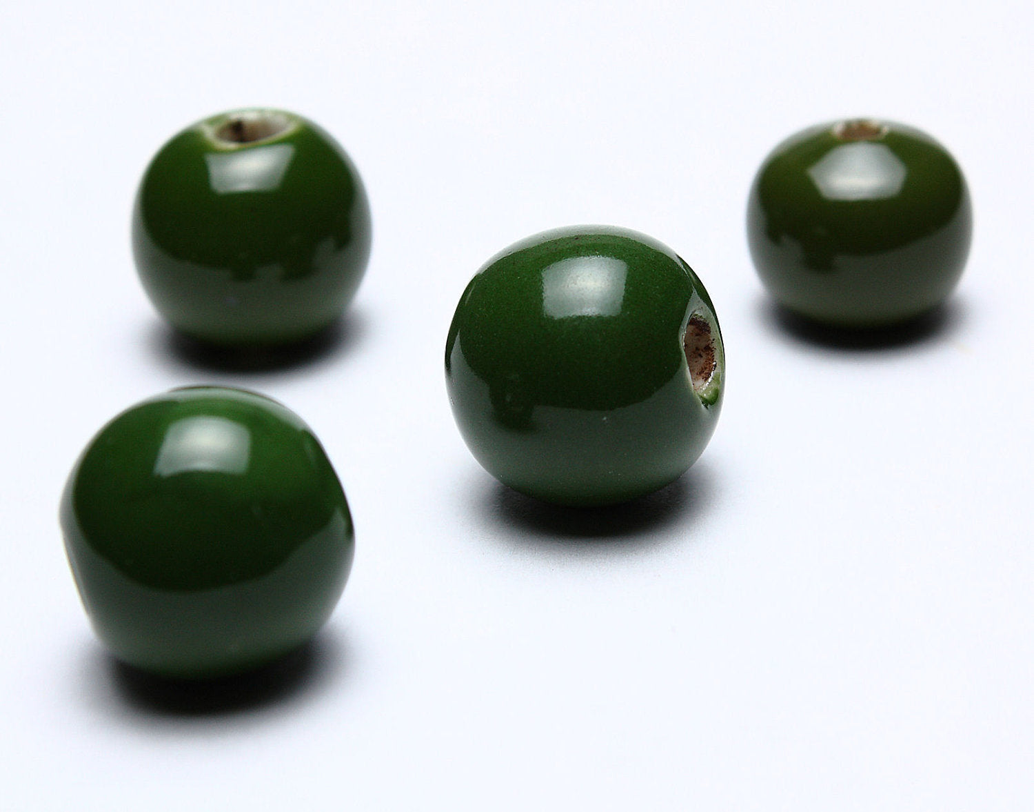 13mm Green handmade beads - 13mm bright glazed porcelain beads - 13mm ceramic beads - 4 pieces (590)