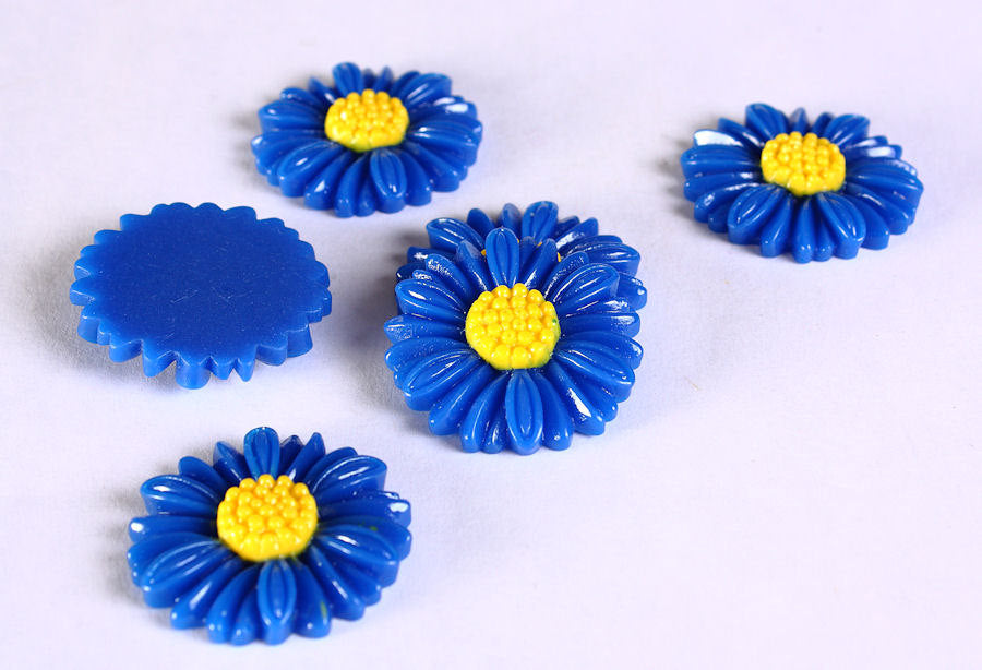 27mm blue flower cabochons - 27mm blue daisy cabochons - 6 pieces (620)