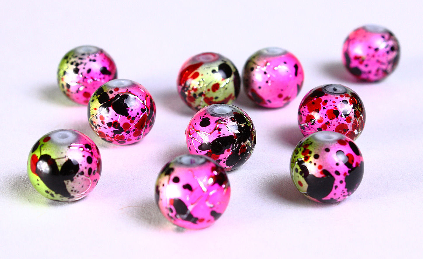 8mm Drawbench pink green yellow black beads - 8mm round glass bead - 8mm spray painted beads - 10 pieces (832)