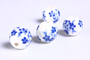 12mm Blue white flower porcelain round bead - 6 pieces (908)