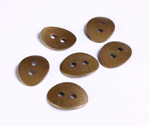Antique brass button - metal button - 10mm x 14mm - 6 pieces (1090)
