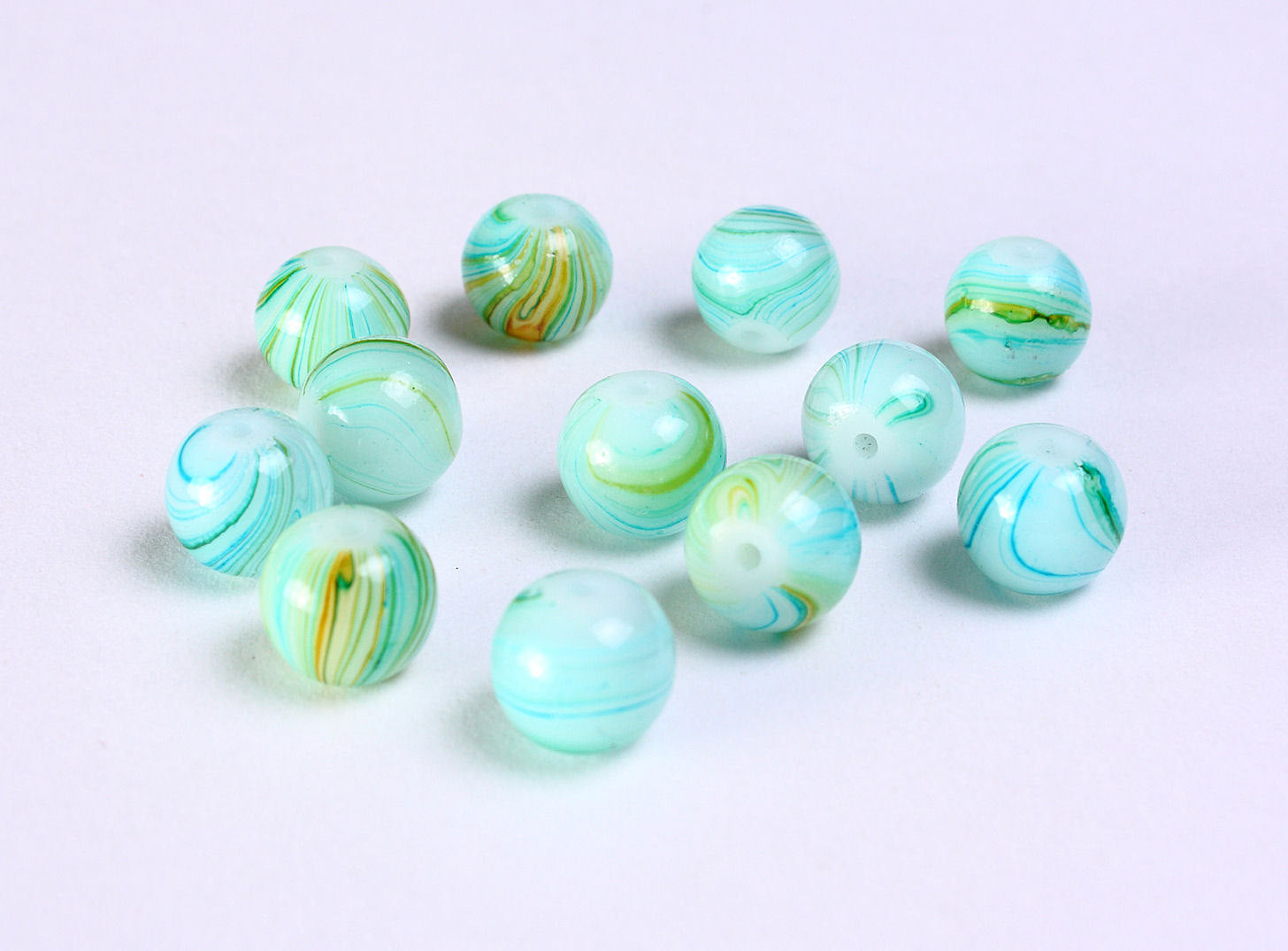 8mm Green beads - Green round beads - green glass beads - Marble beads - 12 pieces (1156)