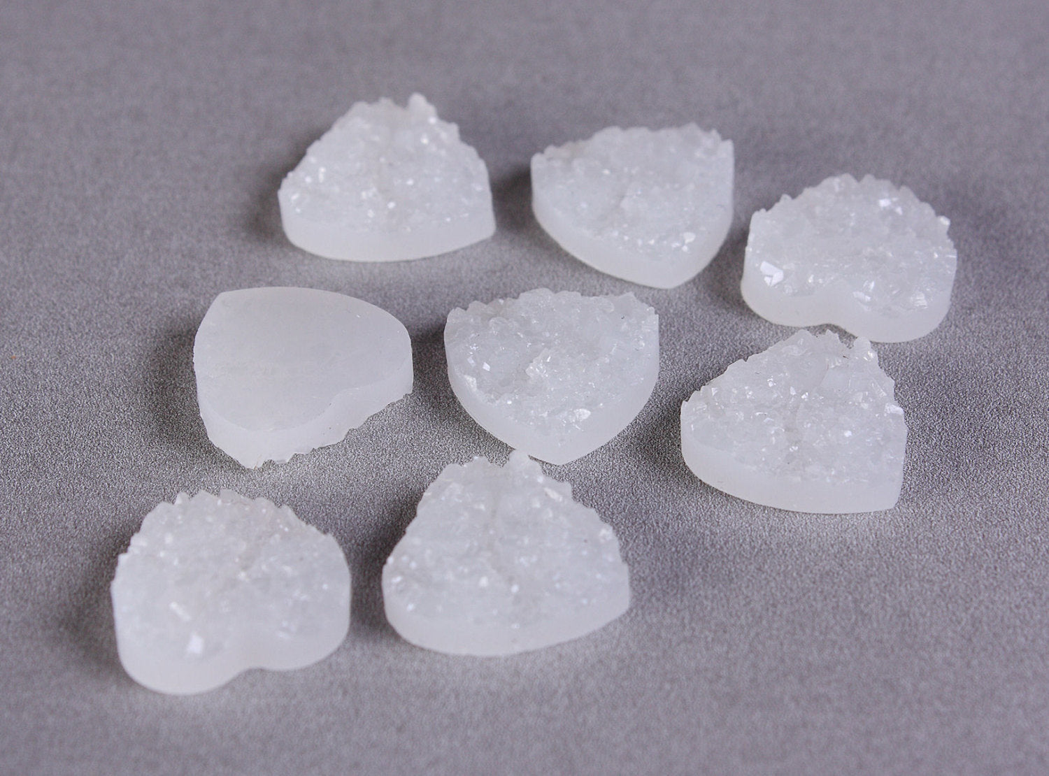 12mm White heart resin cabochon - Faux druzy cabochon - Faux drusy cabochon - Textured cabochons - 8 pieces (1295)