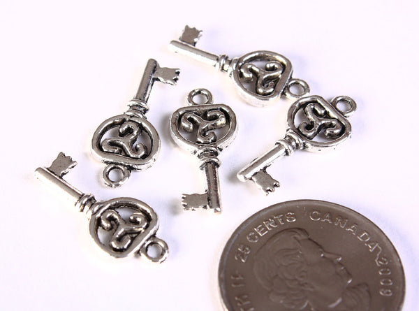 Filigree key charm pendant antique silver - 22mm x 10mm - 5 pieces (1334)