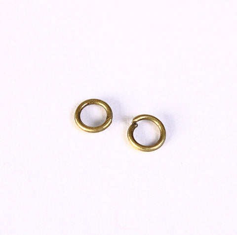 5mm Petite antique brass jumprings - open jump rings - round jumprings - 50 pieces (1406)