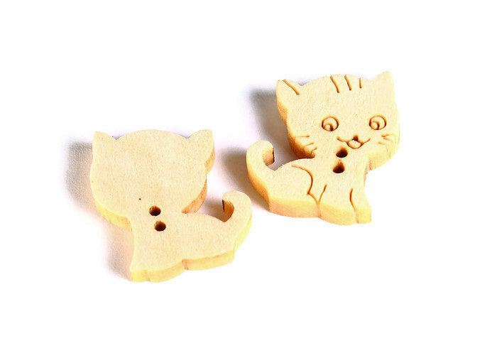 16mm cat button - Natural wood button - Petite button - craft button - Fun buttons - wooden buttons - 2 holes - 6 pieces (1601)