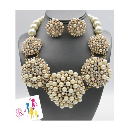 Statement Pearl Dome Collar