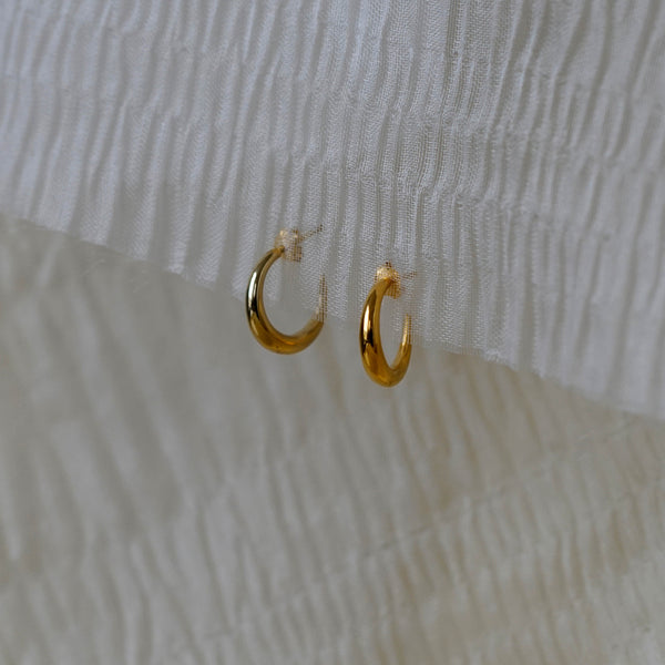 Small Gold Graduated Hoops