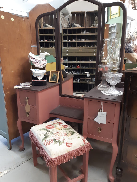 Vintage 3 Mirror/4 Drawer Vanity