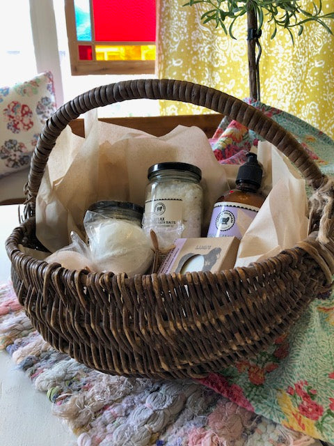 "Gift Basket - ""The Deluxe Spa"""