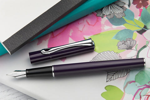 Diplomat Traveller Fountain Pen - Deep Purple