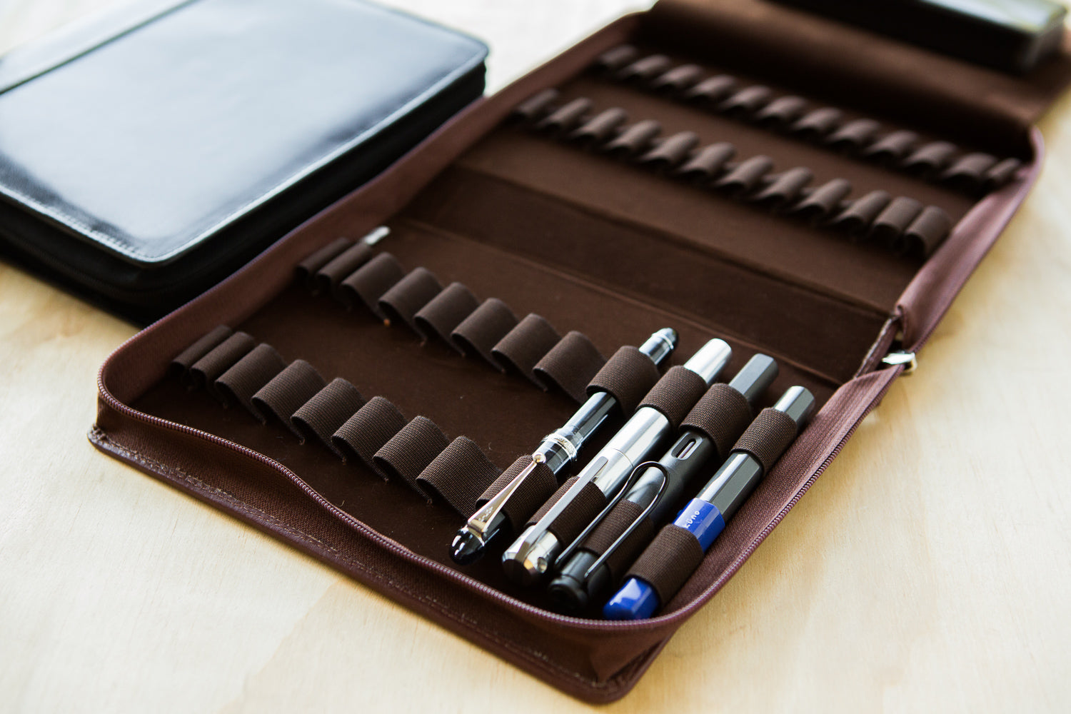 Girologio 24 Pen Case - Oxblood