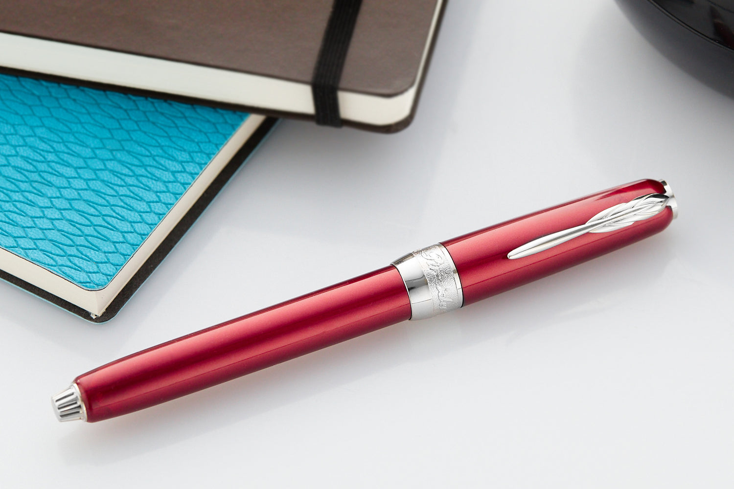 Pineider Full Metal Jacket Fountain Pen - Army Red (14kt Piston)