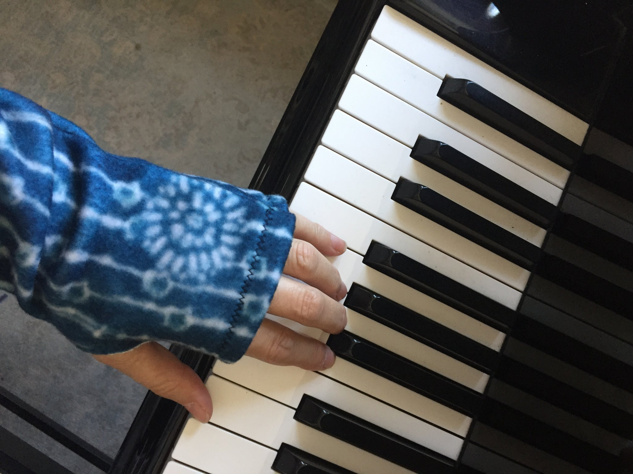 Shibori Indigo Fleece Long Fingerless Gloves