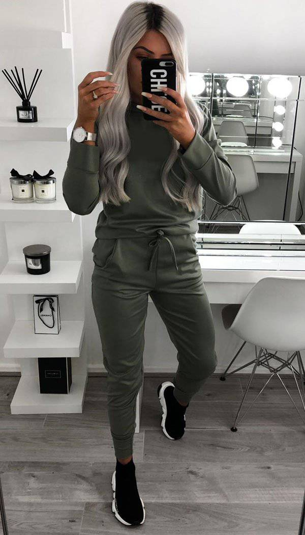 Long Sleeved Round Neck Quality Plain Loungewear Tracksuit