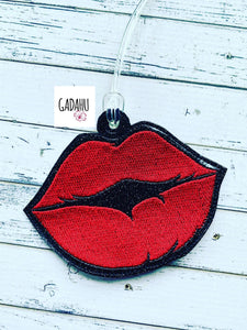 Lips Luggage Tag ITH Embroidery design