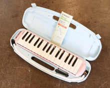 Load image into Gallery viewer, Suzuki Study 32 Key Alto Melodica - Pink