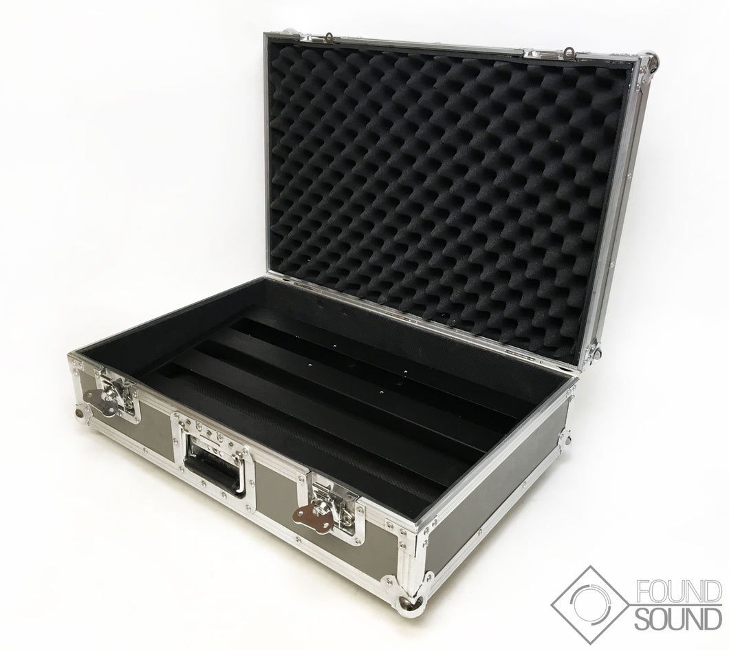 Pedaltrain Classic 2 Pedal board and Hard Case