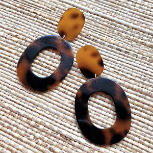 Resin Circle Cut Out Earrings