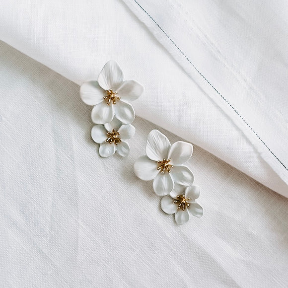 Eloise Earrings White