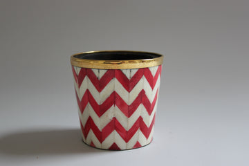 Red and white brush pot