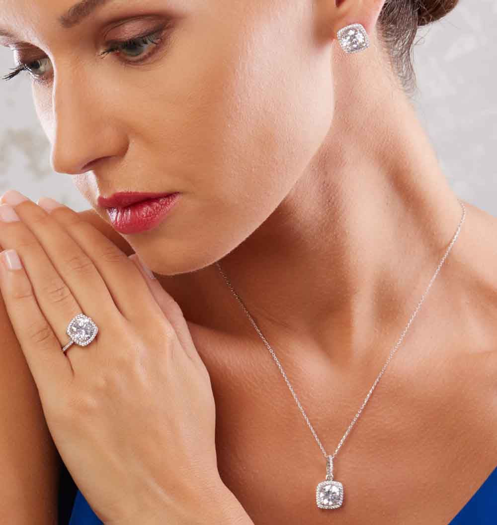 Gramorous Swarovski Crystals Sterling silver Set