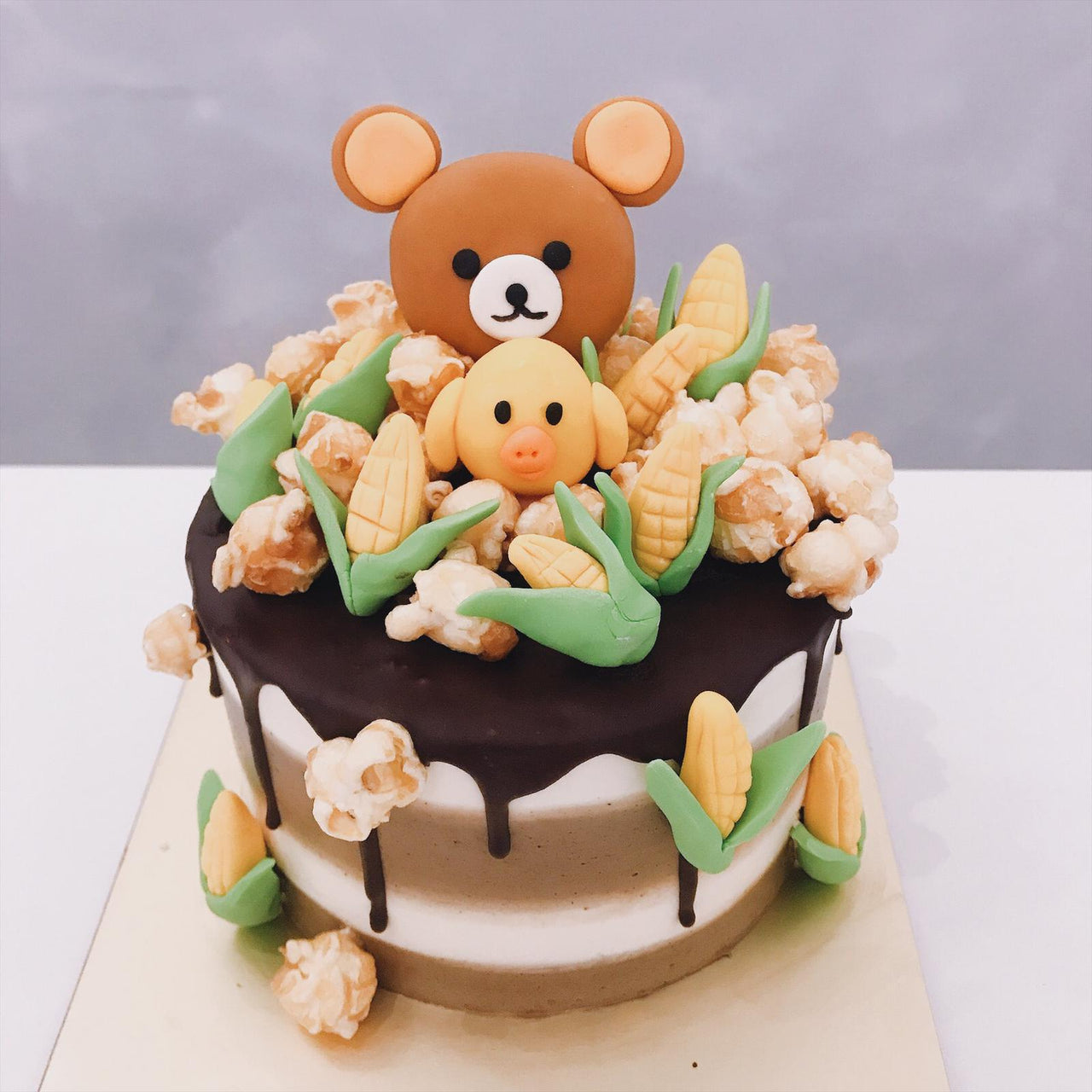 Bear and friends popcorn cake