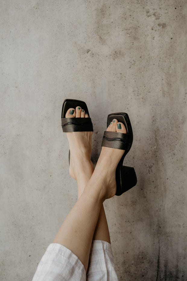The Wave Heel Black