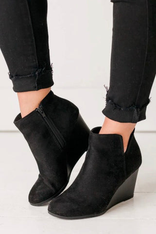 Mimi Simple Black Booties - SIZE 5.5