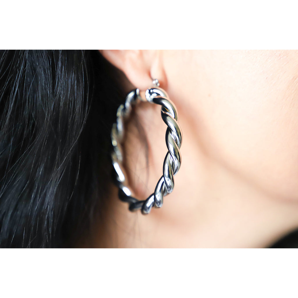 Stylish Twist Hoop Earrings