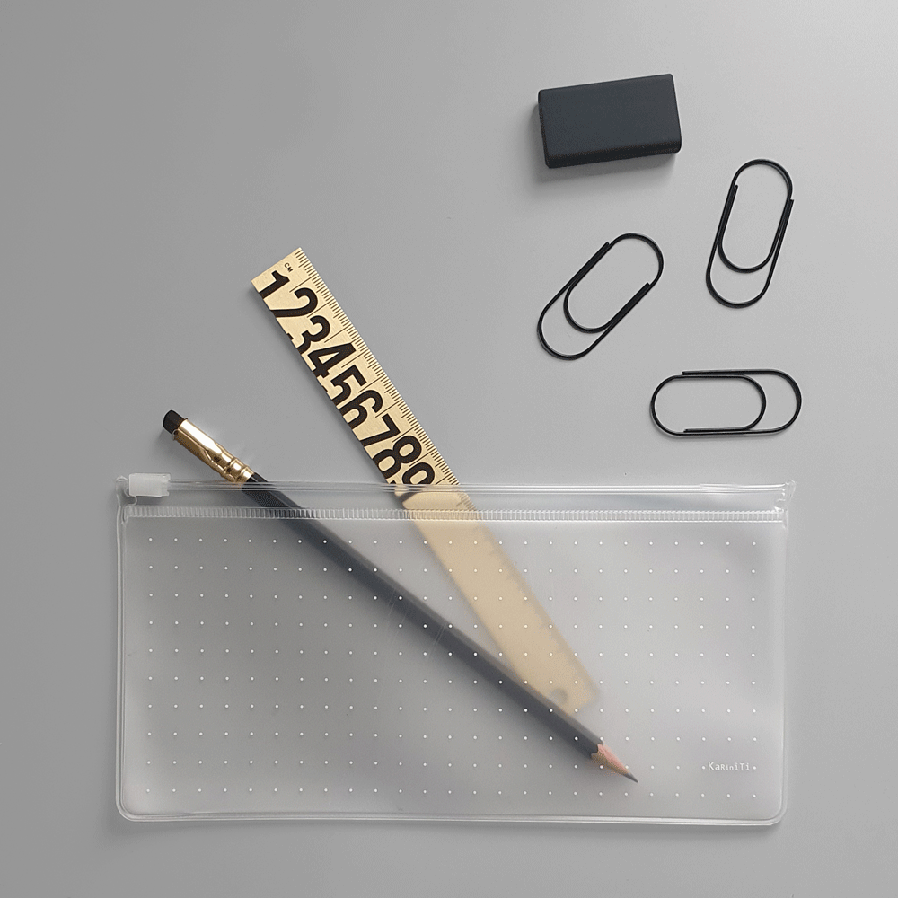 KaRiniTi Gift Set - The Accessories Combo     In this Gift Set you'll find:  ▲ Brass Ruler  ▲ Transparent Zip Case - Small  ▲ Palomino Blackwing Pencil - Black / Natural / 602  ▲ Eraser - Black / Gray  ▲ Paper Clip - Black / Gold