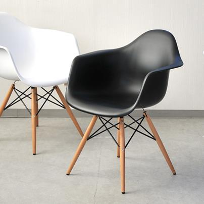 Mod Made Paris Tower Collection Arm Chair With Wood Leg In Black