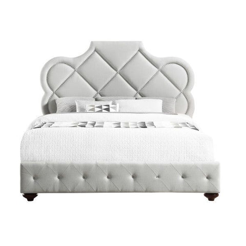 Pulaski Love Knot Tufted Platform Bed in Oyster White