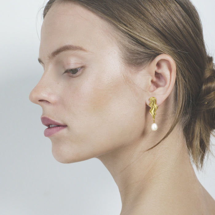 Polar jewelry empress earrings tarot collection gift jewellery gold silver mystical love present for women best jewelry brand denmark scandinavian minimal playful diamond necklace bracelet gold chain gemstones jewelers pearl wedding engagement promise charm cz stores pendant moon stars sun organic waves fashion copenhagen