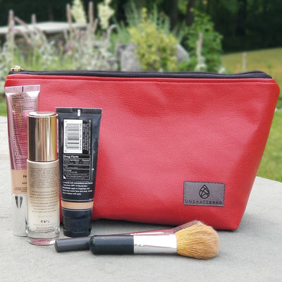 RED WIPE-CLEAN MAKEUP KIT