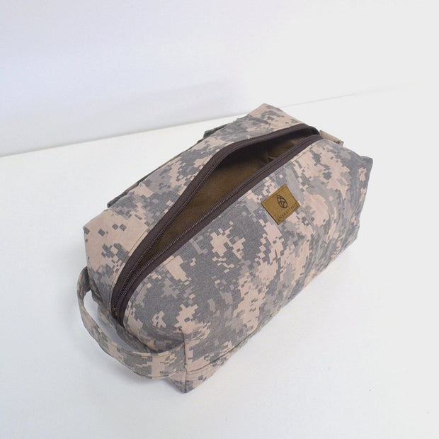 US ARMY TOILETRY KIT (choice of accent color)