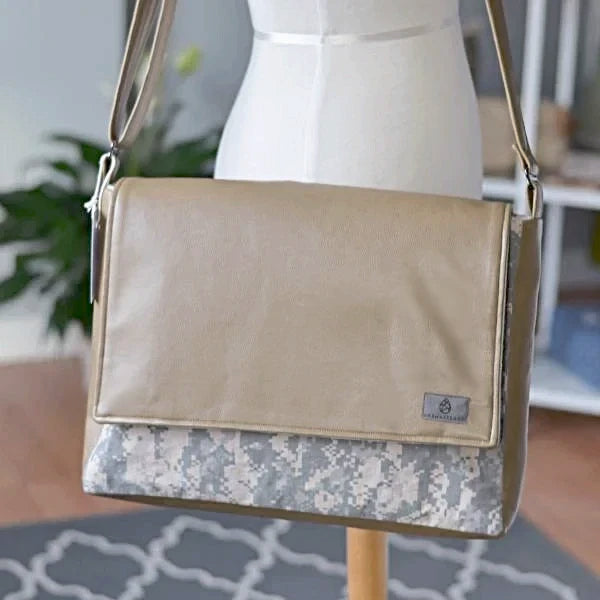 CHOOSE YOUR ACCENT COLOR: MIXED MEDIA US ARMY LARGE MESSENGER