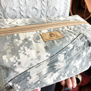 CHOOSE YOUR ACCENT COLOR: US ARMY TOILETRY KIT