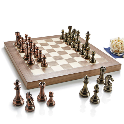 STRIKING CHESS SET