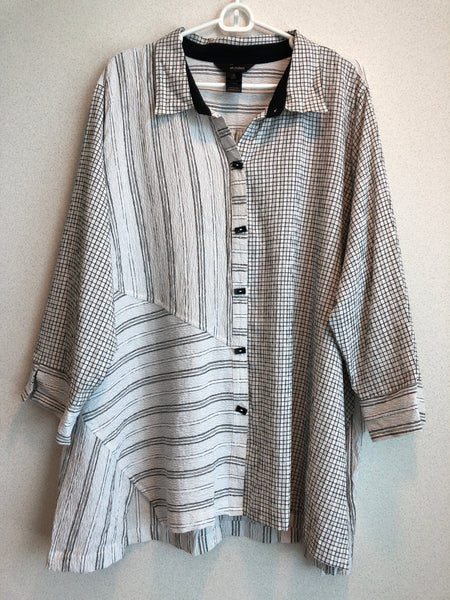 Ali Miles Size 2X Black and White Rayon Blend Graphic Button Down
