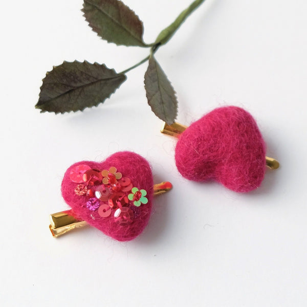 Red heart hair clip set