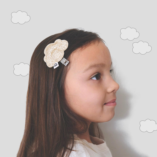girl with cloud hair clip