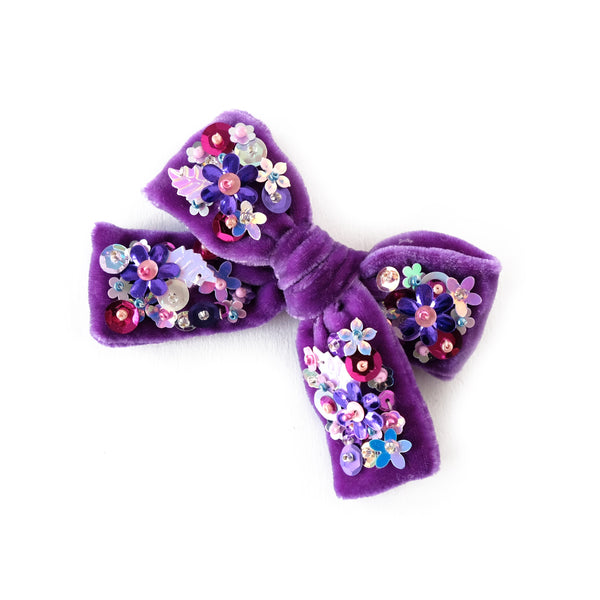 Hair bow with sequin, medium size, in purple colored velvet.