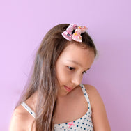 Model with knot bow hair clips in her hair.