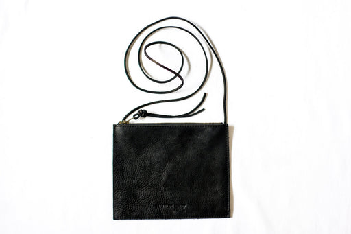 FLAT CROSSBODY Onyx Black • Oil Tanned Leather Bag