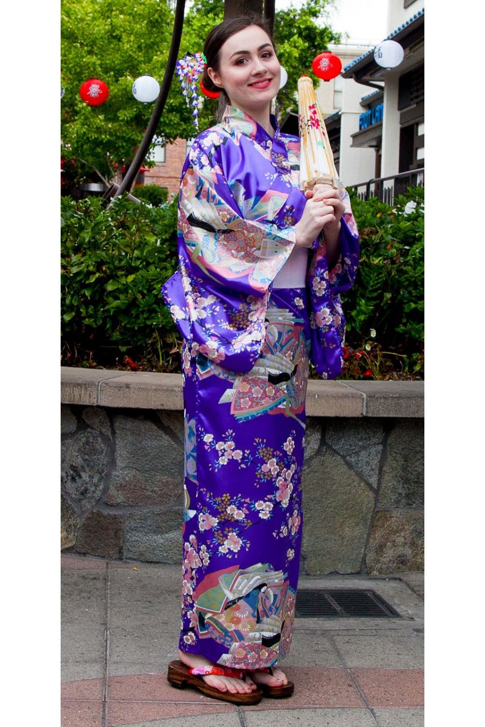 Women's Kimono Nobles and Cherry Blossoms