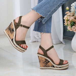 Petite Platform Wedge High Heel Ankle Strap Sandals Size 2