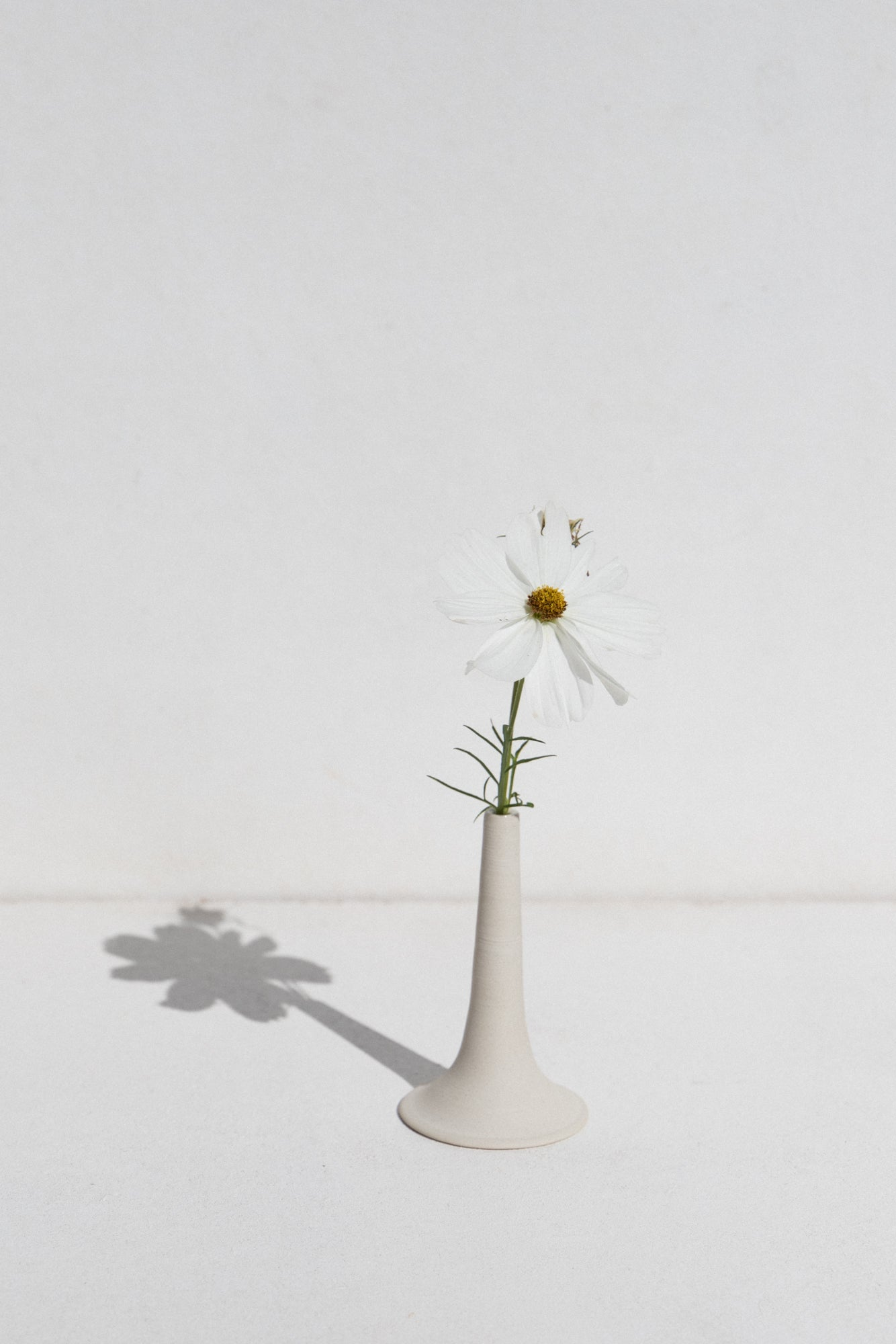 White Trumpet Bud Vase by Kura Studios with daisy Makers' Mrkt Makers Market Melbourne